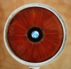 «Το βλέμμα» 2011Ορίζομαι ,από τη σιωπή του βάθους,από τη μνήμη που μου ψιθυρίζει,από την παγκόσμια φλυαρία που με περιτιλύγειαπό τον καθρέφτη που με κοιτά σαστισμένος,από το β
